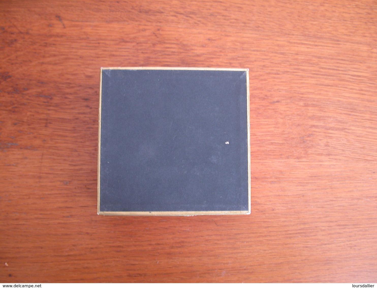 Jolie Boite Carton REGIE FRANCAISE SEITA  Rouge  Noire Et Dorée - Boites à Tabac Vides