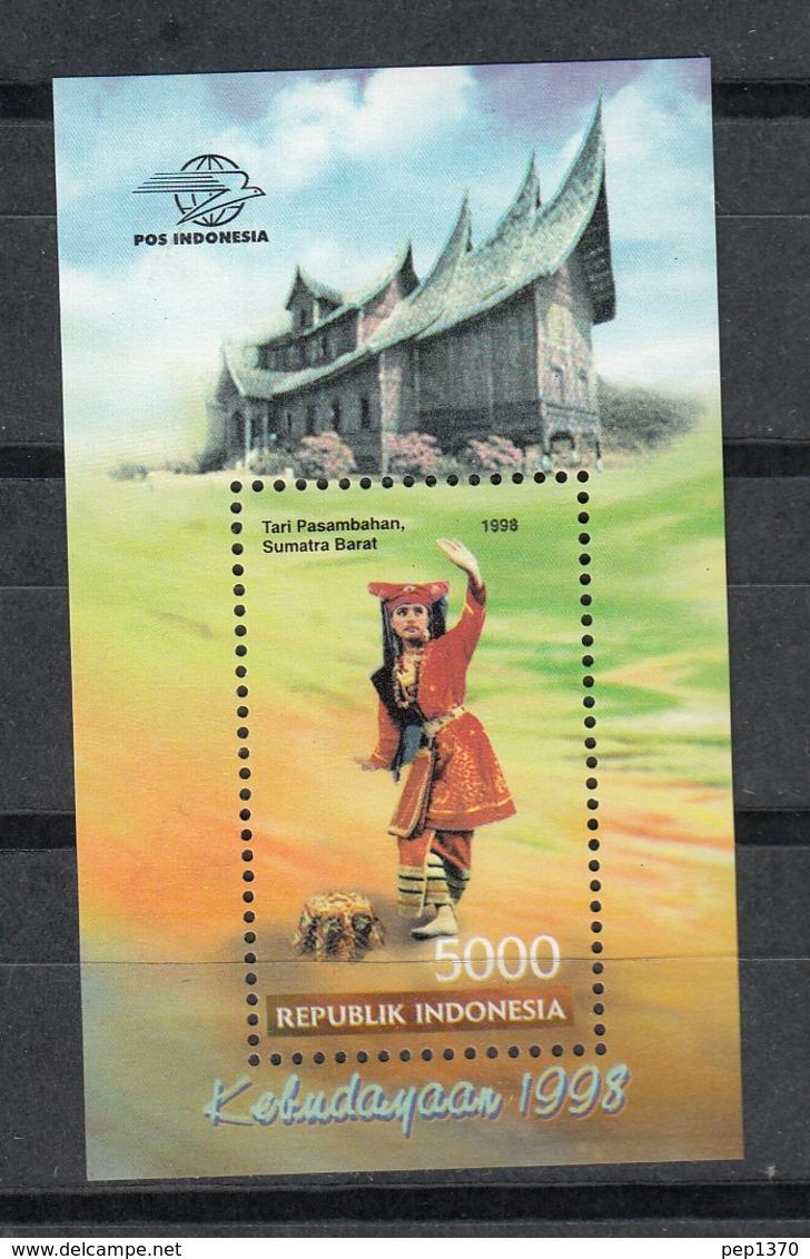 INDONESIA 1997 - TRAJES REGIONALES - YVERT BLOCK Nº 120** - Textile