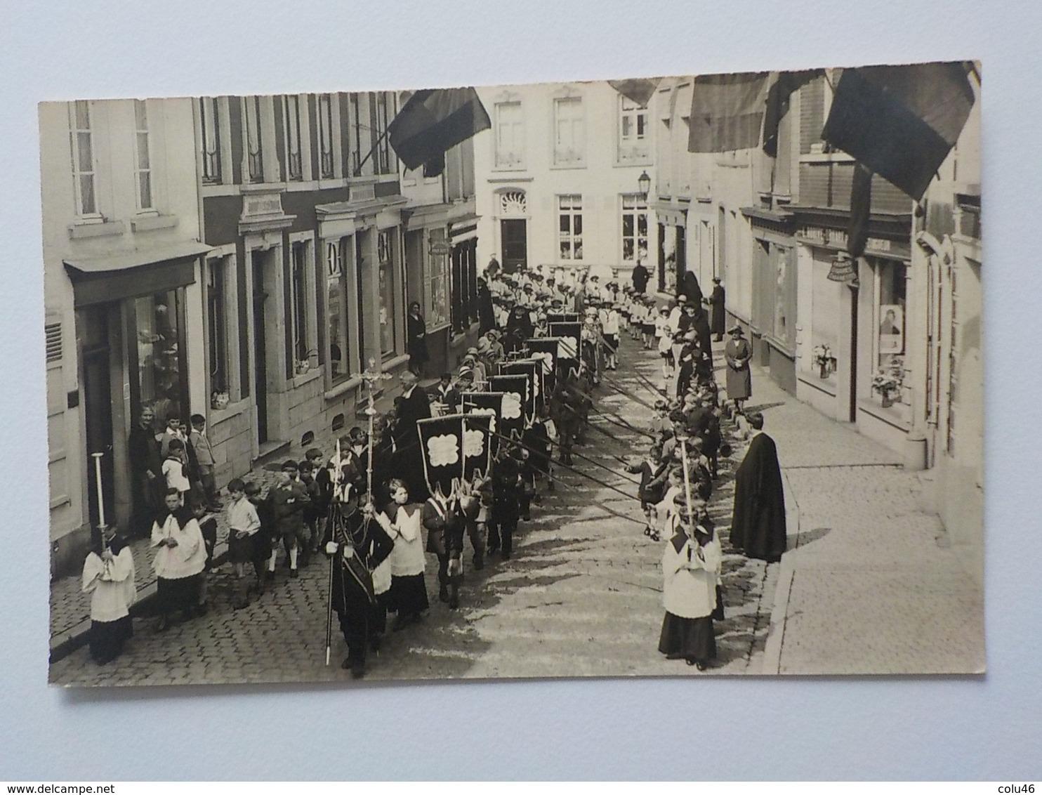 Début 1900 CP Photo Soignies Procession Avec Garçons Et Curé Enfants De Choeur  Commerce Rorive Plombier Zingueur - Soignies