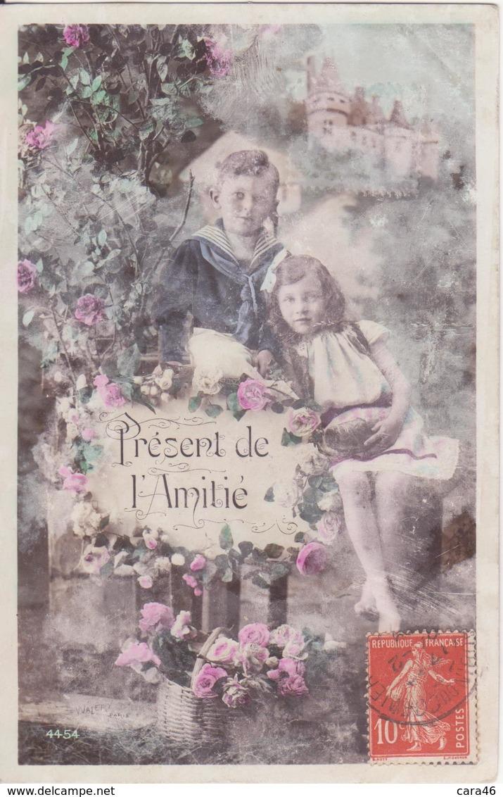 CP - PRESENT DE L AMITIE - Groupes D'enfants & Familles