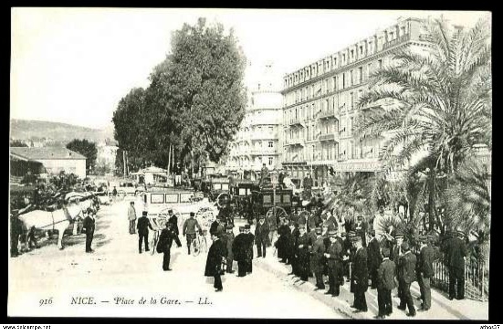 NICE - 916 : Place De La Gare - (Gros Plan Très Animé Avec Attelages) - CP Précurseur, Vers 1900 - Markten, Pleinen