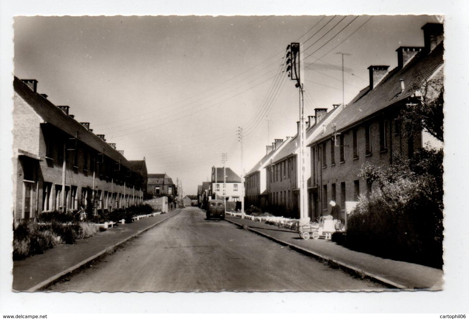 - CPSM BOURBOURG (59) - Rue Benjamin Vandenbroucque - Photo CIM 1682 - - Autres Communes