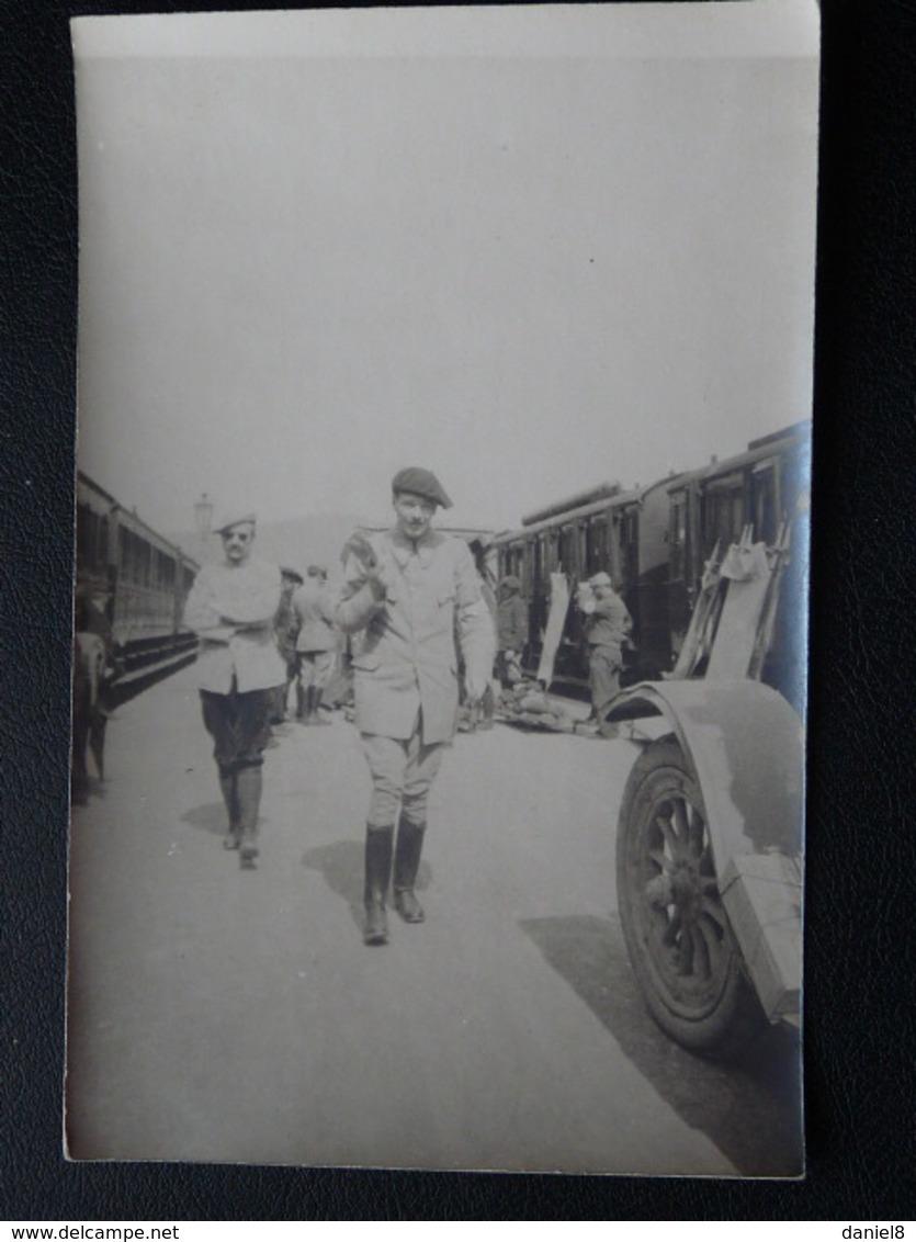 Carte Photo,Soldat Sur Quai Train , Brancard Inscription Au Dos Gerardmer - Militaria