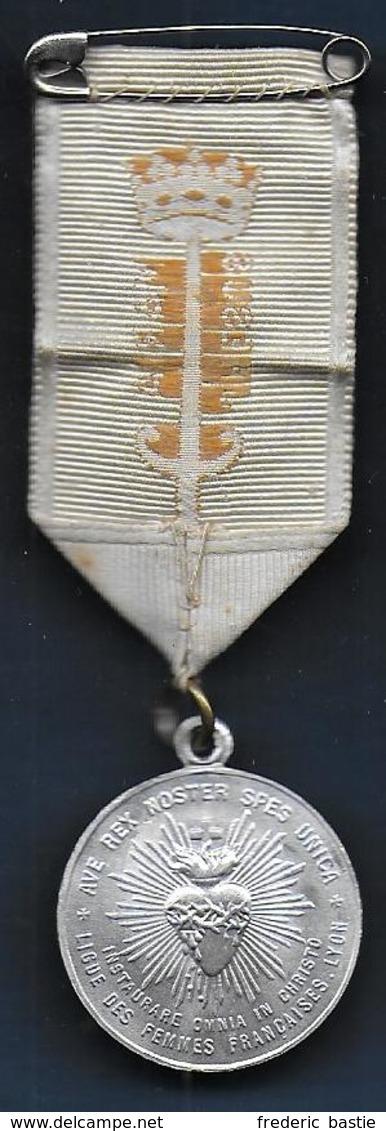 Médaille  Ligue Des Femmes Françaises LYON - Militaria