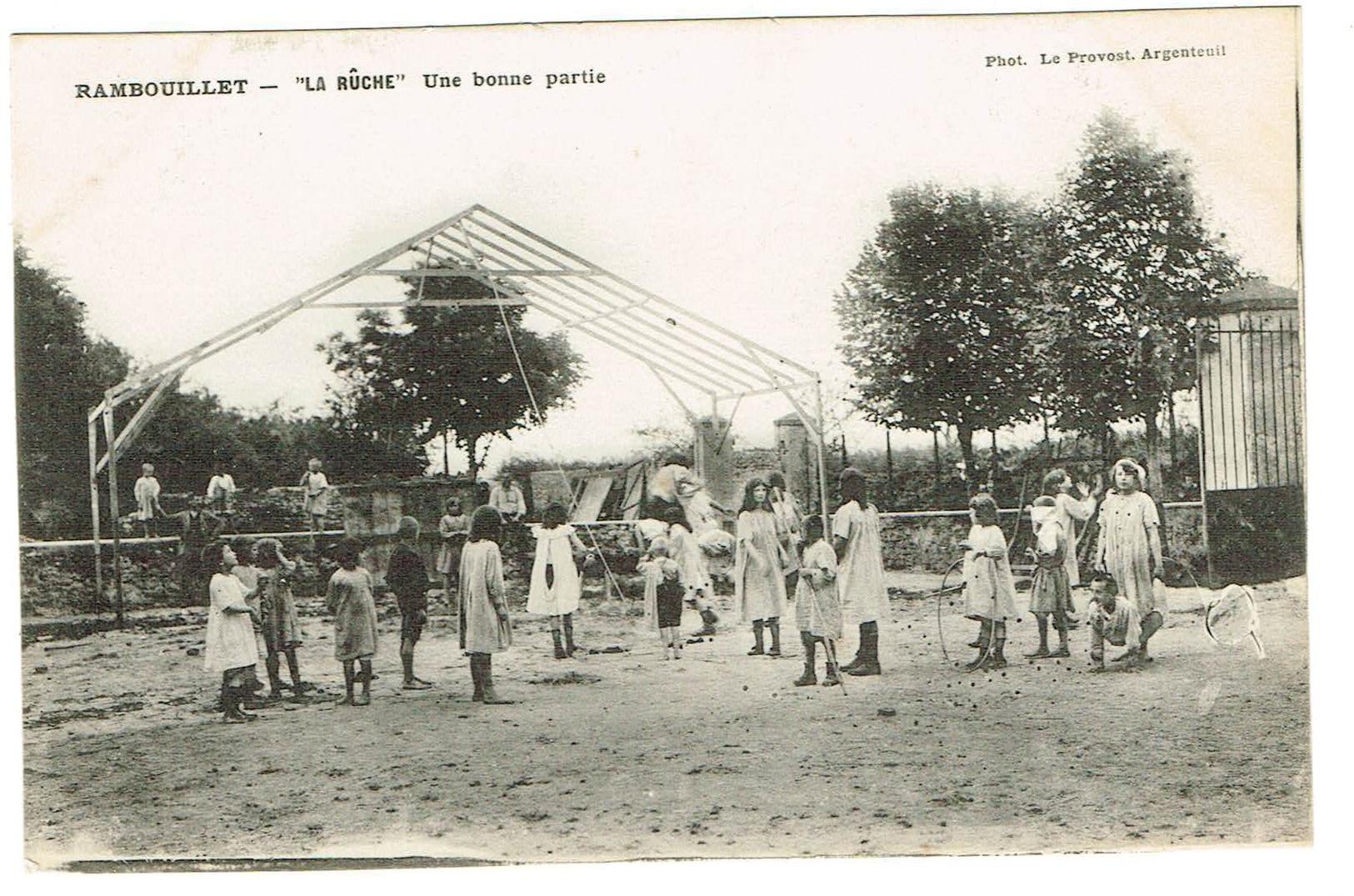 78 Rambouillet - La Rûche Une Bonne Partie. Animée, édit Le Provost, Non Circulée, Tb état. - Rambouillet