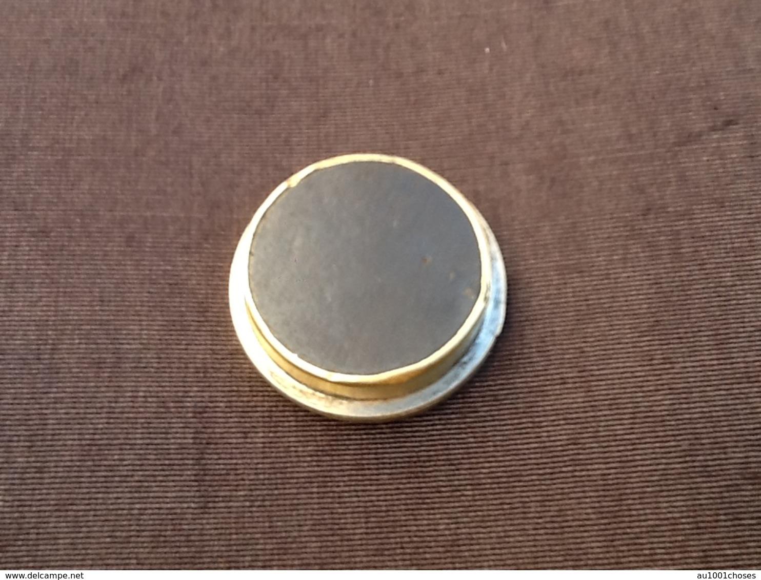 Médaille Ancienne Aimantée Représentant   Saint-Christophe (Saint-Patron Des Voyageurs). - Magnets