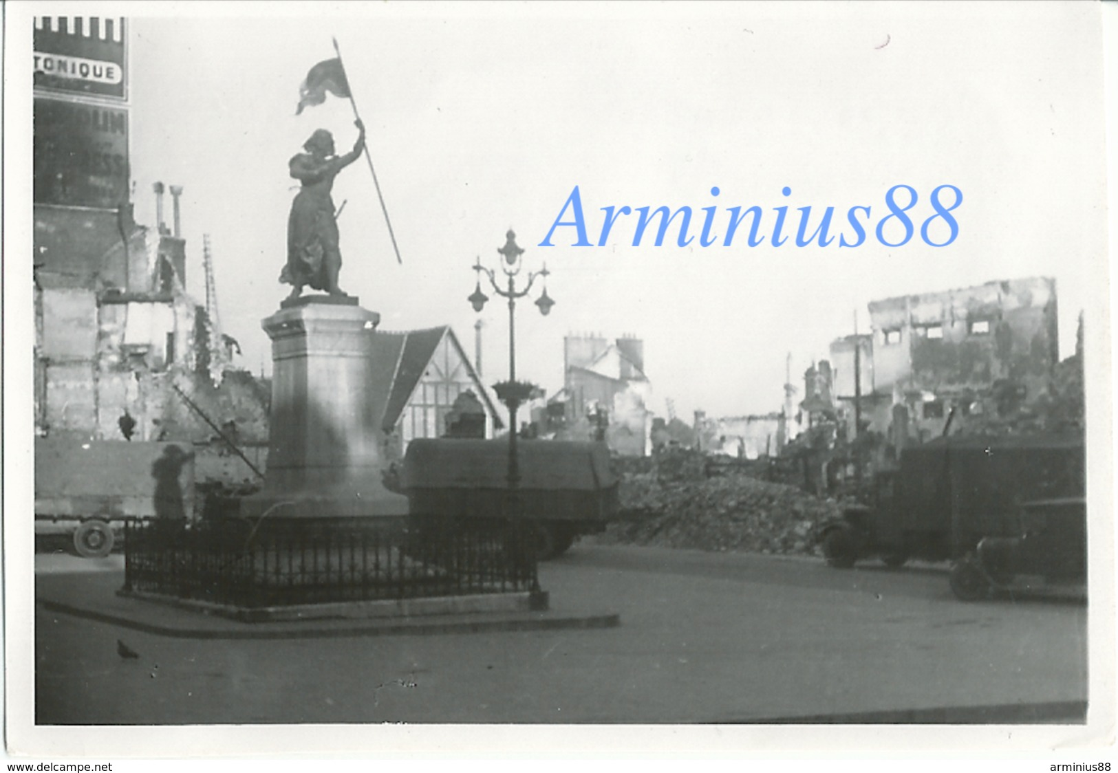 Campagne De France 1940 - Compiègne - Place De L'hôtel De Ville - Statue De Jeanne D'arc - Wehrmacht Im Vormarsch - Guerra, Militari