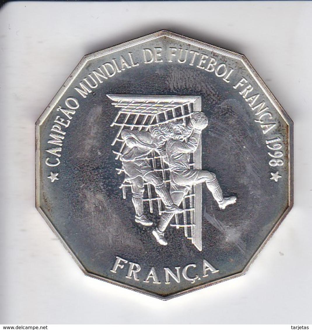 MONEDA DE PLATA DE SANTO TOME E PRINCIPE DE 1000 DOBRAS DEL AÑO 1998 MUNDIAL FUTBOL FRANCIA 1998 (SILVER-ARGENT) - Santo Tomé Y Príncipe