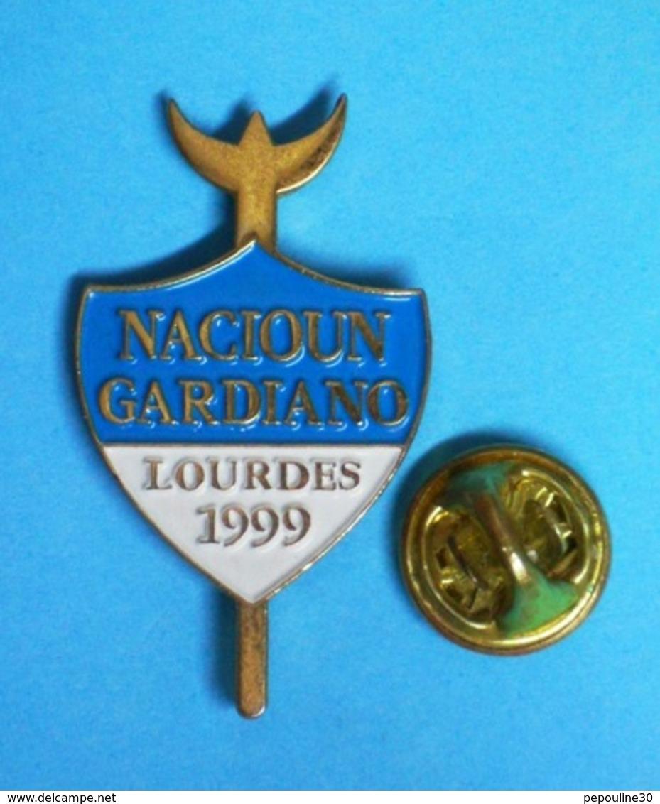 1 PIN'S  //  ** NACIOUN GARDIANO / LOURDES / 1999 ** - Bullfight - Corrida