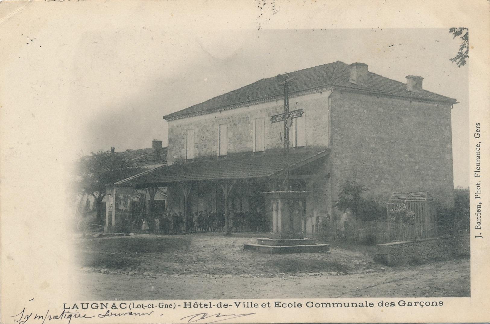 I104 - 47 - LAUGNAC - Lot-et-Garonne - Hôtel De Ville Et école Communale Des Garçons - Autres Communes