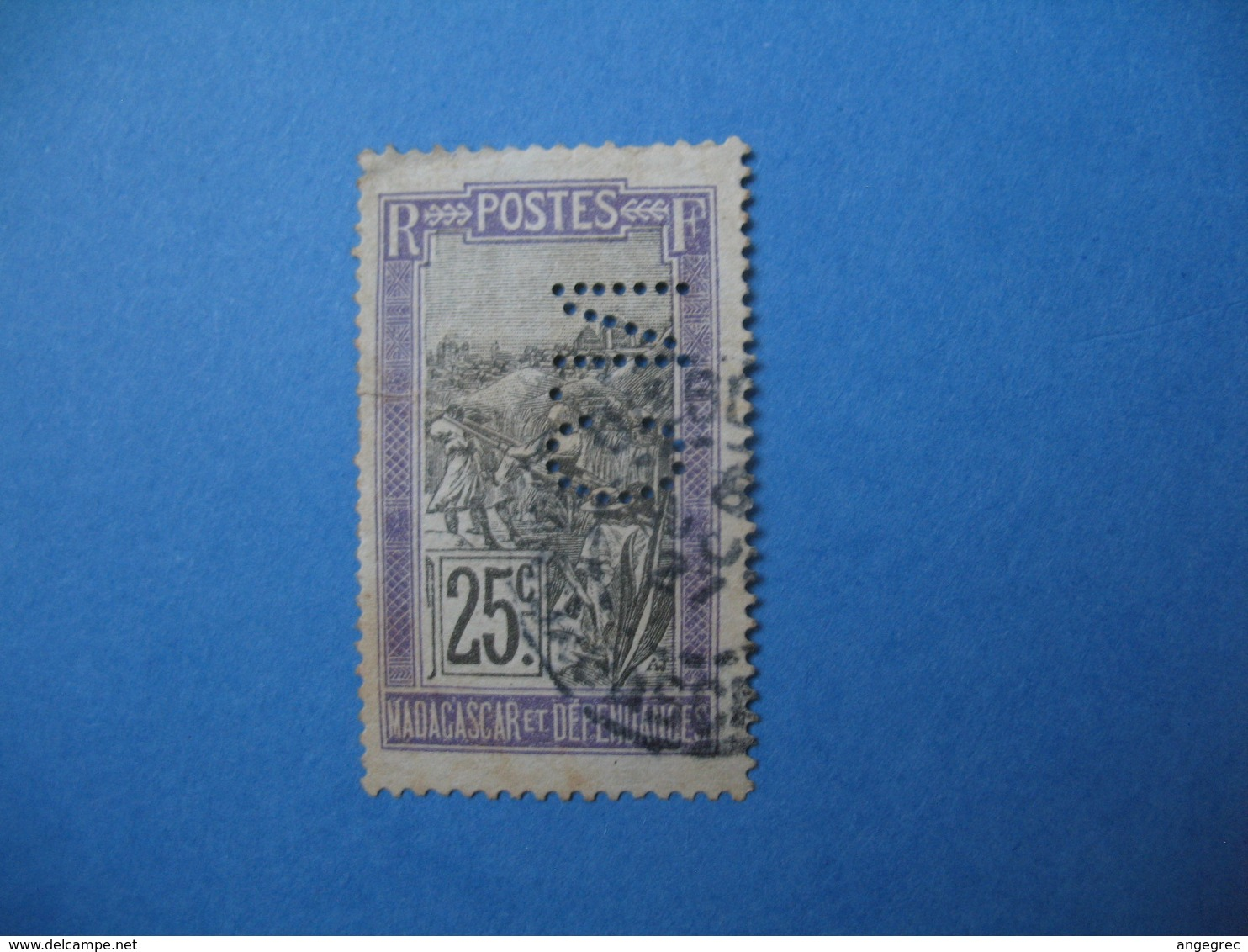 Perforé  Perfin  Madagascar,   Perforation :   CN2   à Voir - Madagascar (1889-1960)