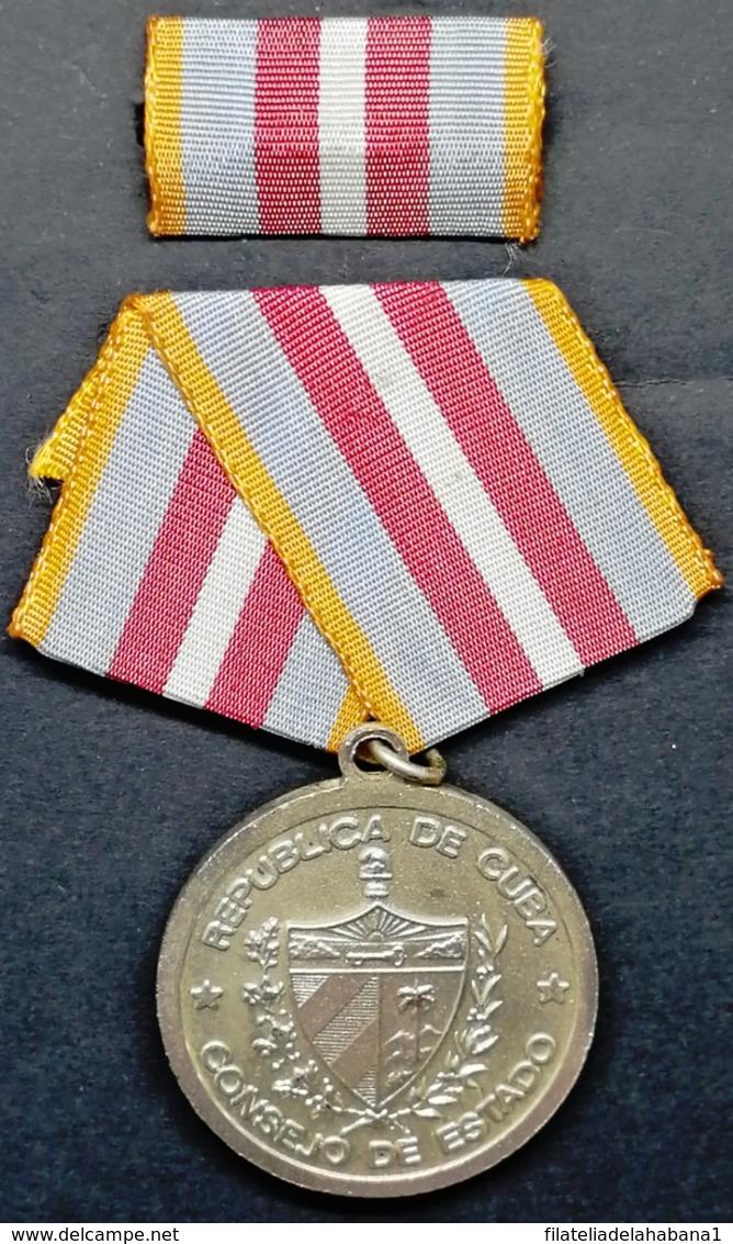 O426 CUBA MILITAR MEDAL MEDALLA ANTONIO MACEO. - Medals