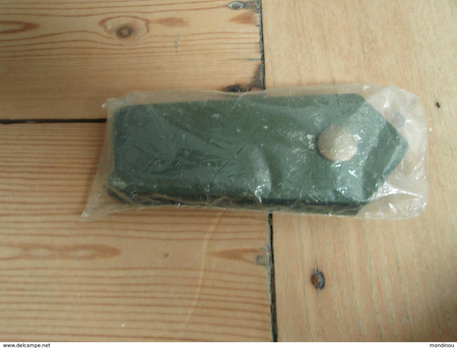 Anciennes Pattes épaules Police Allemande De Couleur Vert, Emballées - Equipement