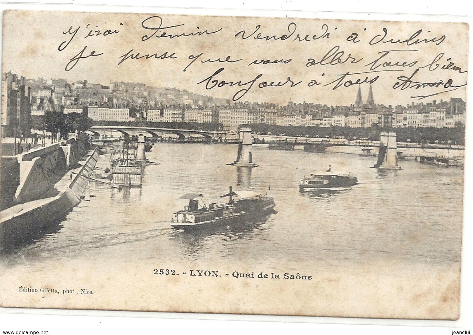 2532. LYON . QUAI DE LA SAONE + PENICHES AU 1er PLAN . 1 TRACE DE PLI VERTICAL . AFFR LE 21 AVRIL 1904 . 2 SCANES - Lyon