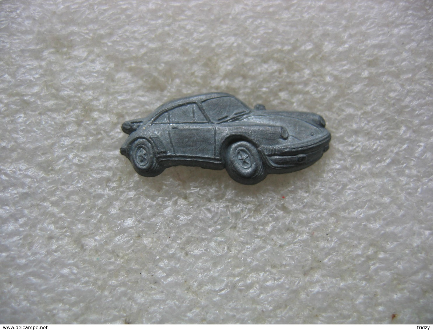 Pin's En Relief D'une Porsche - Porsche