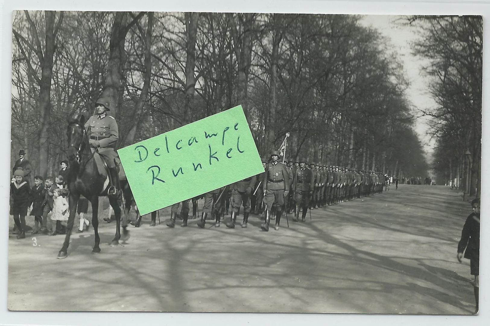 Postkarte Meiningen 1943 Feldpost 2. Weltkrieg  3. Reich Aufmarsch Mit Fahnen Stempel Panzer U. Grenz-Ersatz-Regiment 81 - Meiningen