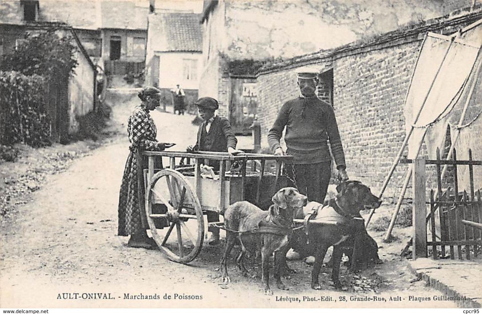 80. N°54018.AULT-ONIVAL. Marchands De Poissons. Voiture à Chien - Ault