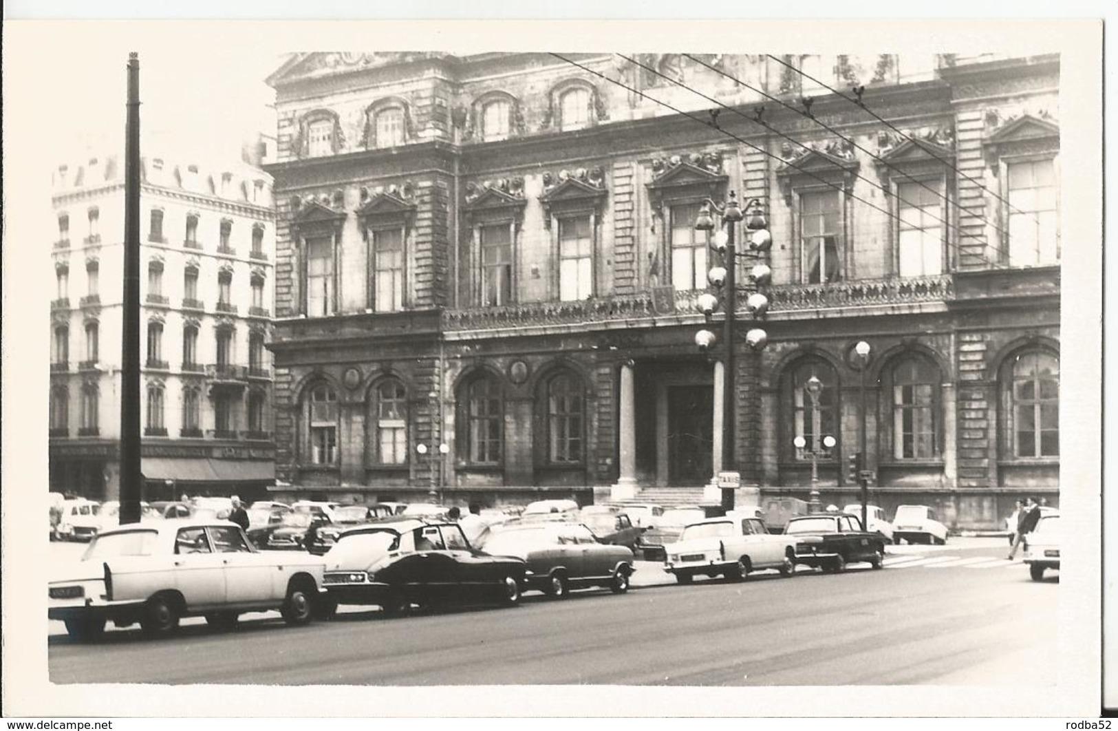 Photo - Lyon - Hotel De Ville - Vieilles Autos - DS Citroen - 7 Septembre 1969 - Auto - Places