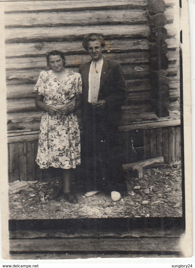 UKRAINE. #1507 A PHOTO. YOUNG MAN. UKRAINIAN EMBROIDERY AND KOMSOMOL ICON.  *** - Proyectores De Cine