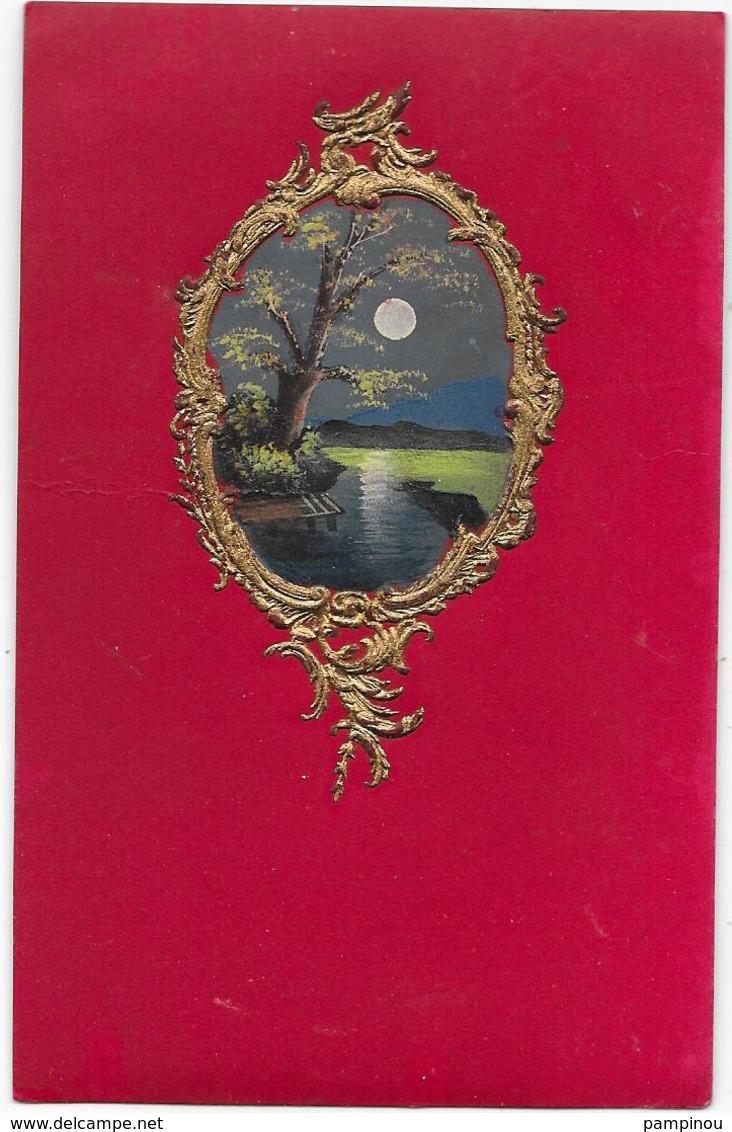 Cpa Peinte, Dessinée Main. Clair De Lune, Paysage Dans Médaillon Doré, Gaufré, Relief - Fantaisies