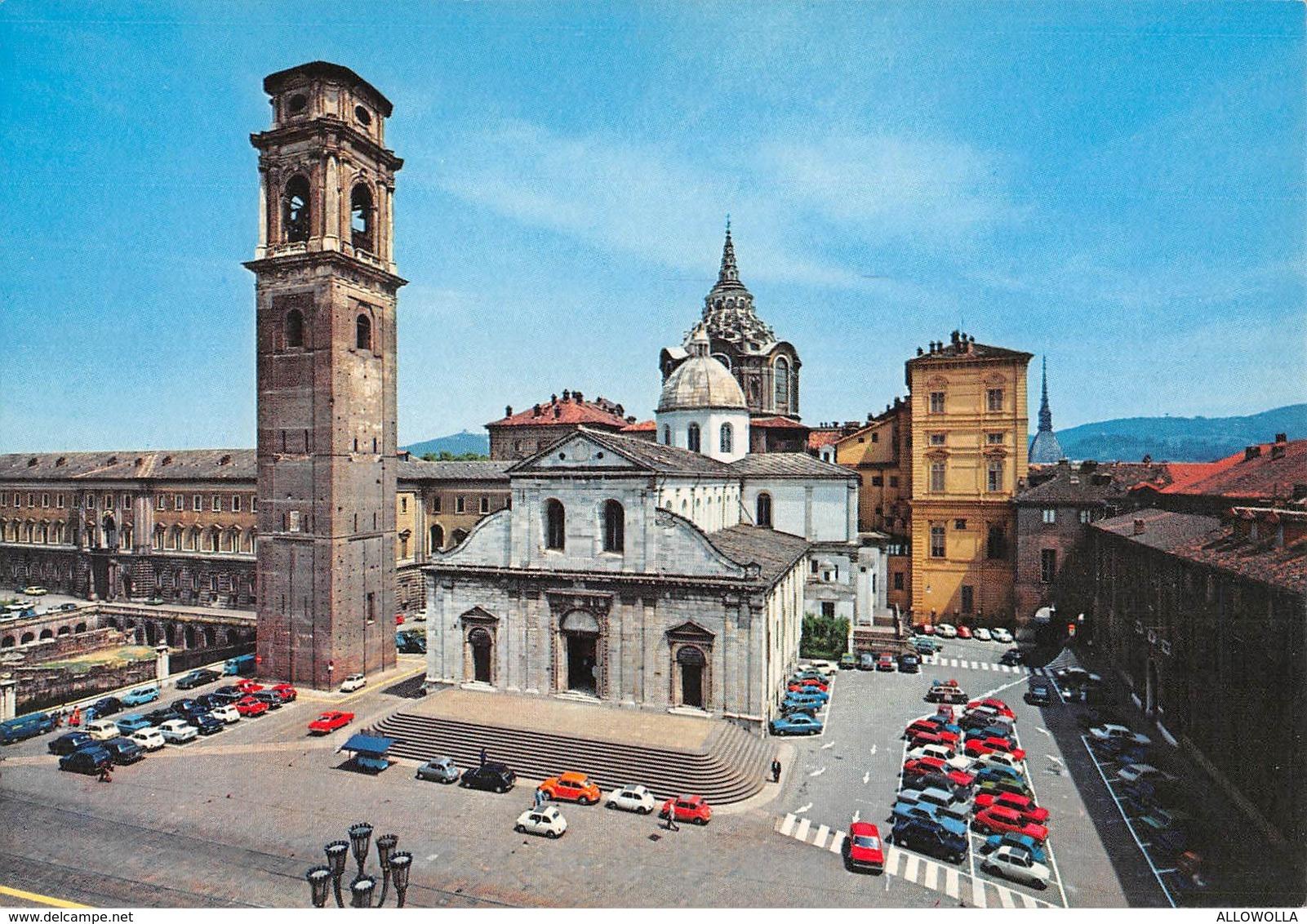 """3207""""TORINO-IL DUOMO CON CUPOLA DELLA CAPPELLA SANTA SINDONE""""ANIMATA VW MAGGIOLINO,FIAT 500-CART. POST. ORIG. NON SPED. - Churches"""
