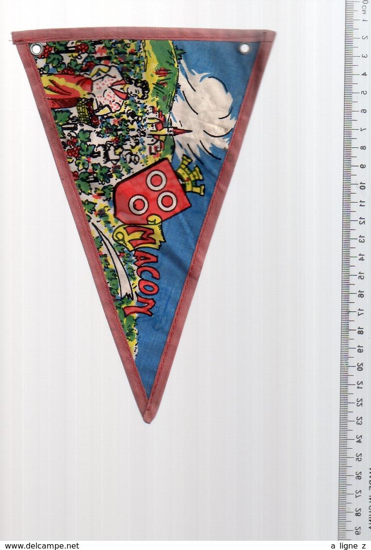 REF ENV : Fanion Flag Pennant Stendardo Touristique Ancien : MACON - Obj. 'Souvenir De'