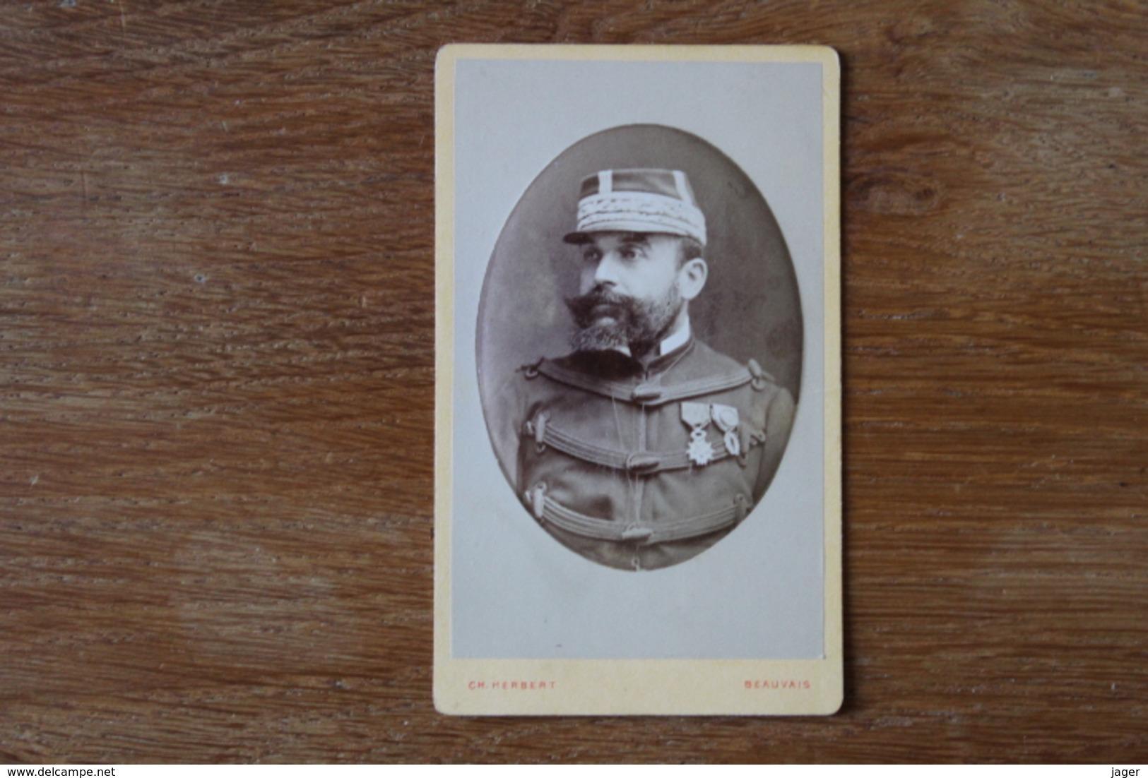 Cdv Le Generla De Pradelle Vers 1880 Kepi Brodé Par  Herbert Beauvais - Guerra, Militares