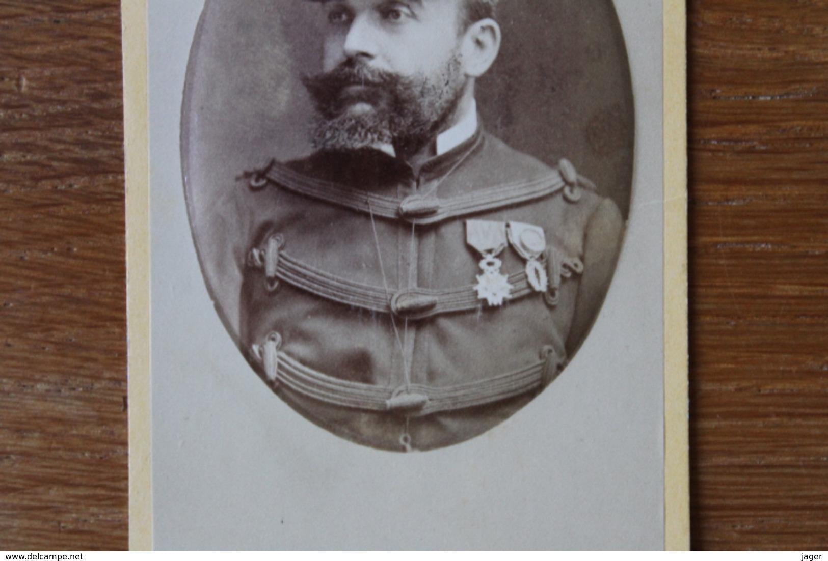 Cdv Le Generla De Pradelle Vers 1880 Kepi Brodé Par  Herbert Beauvais - War, Military