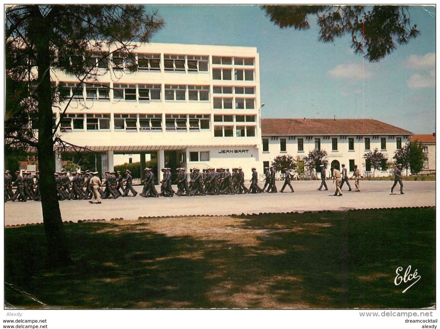 Photo Cpsm Cpm 33 HOURTIN. Bâtiment Jean Bart Et Pavillon De Commandement. Centre De Formation Marine - France