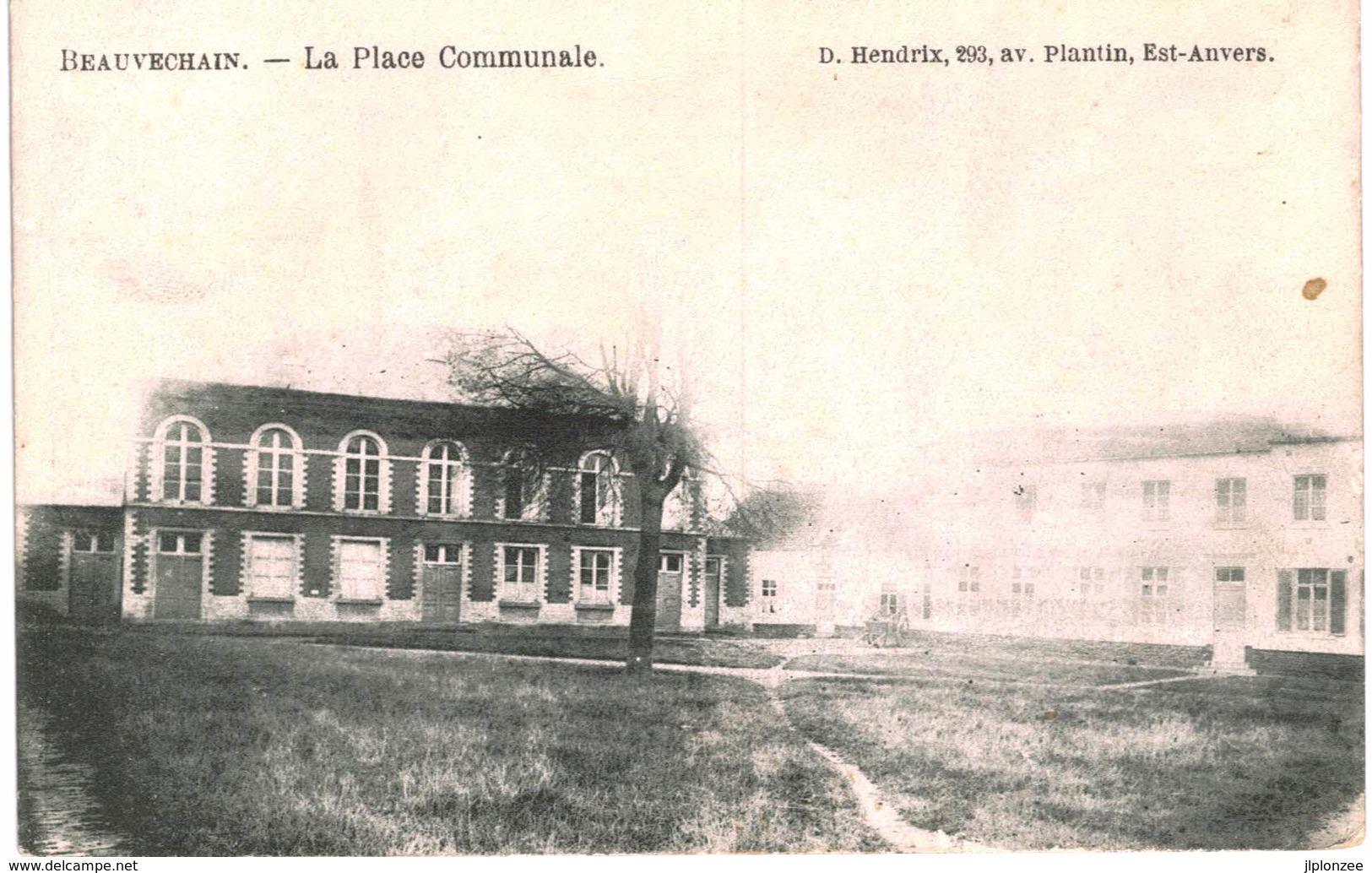 BEAUVECHAIN    La Place Communale - Beauvechain