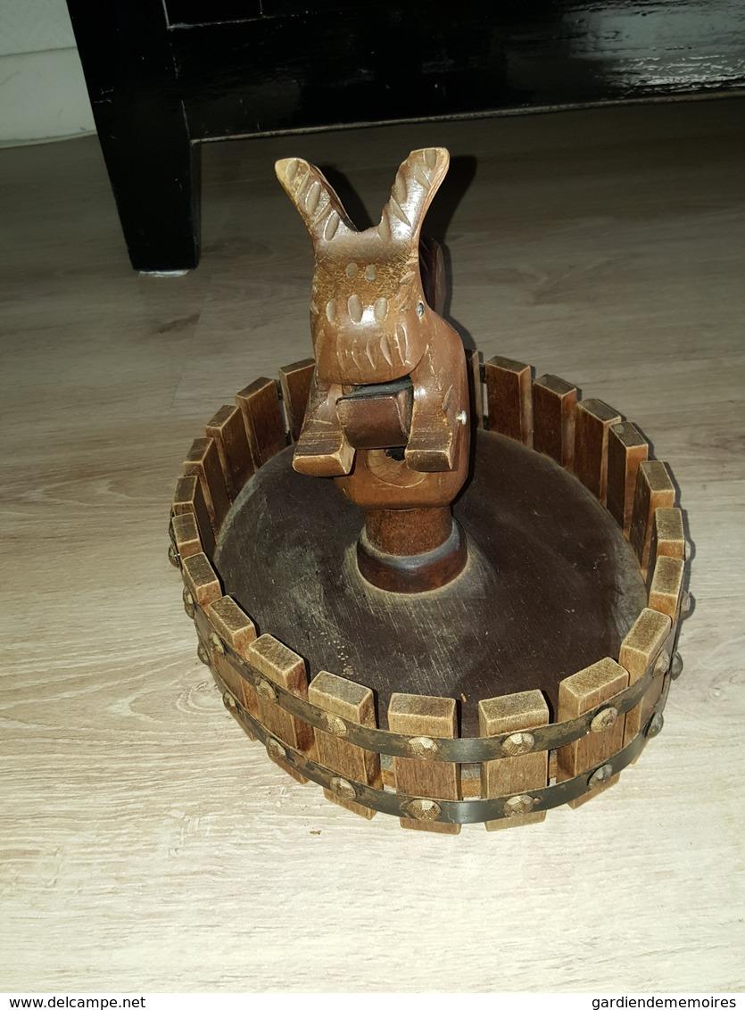 Ancien Grand Casse Noix / Noisettes / Nutcracker En Bois Sculpté à La Main - Zoomorphe, Écureuil - Art Populaire? - Art Populaire
