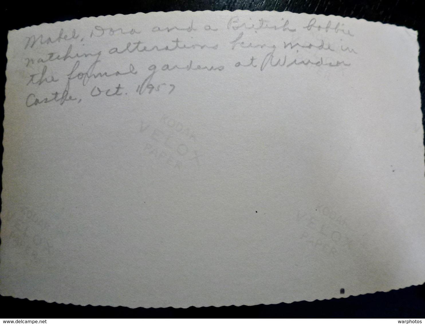 PHOTO ORIGINALE _ VINTAGE SNAPSHOT : CHATEAU De WINSOR _ BOBBIE  _ ROYAUME UNI _ SCENE De VIE _ 1957 - Lieux