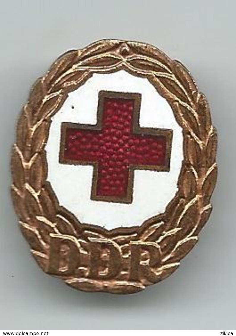 Red Cross, Rotes Kreuz East Germany DDR. Medical. Old Badge - Associations