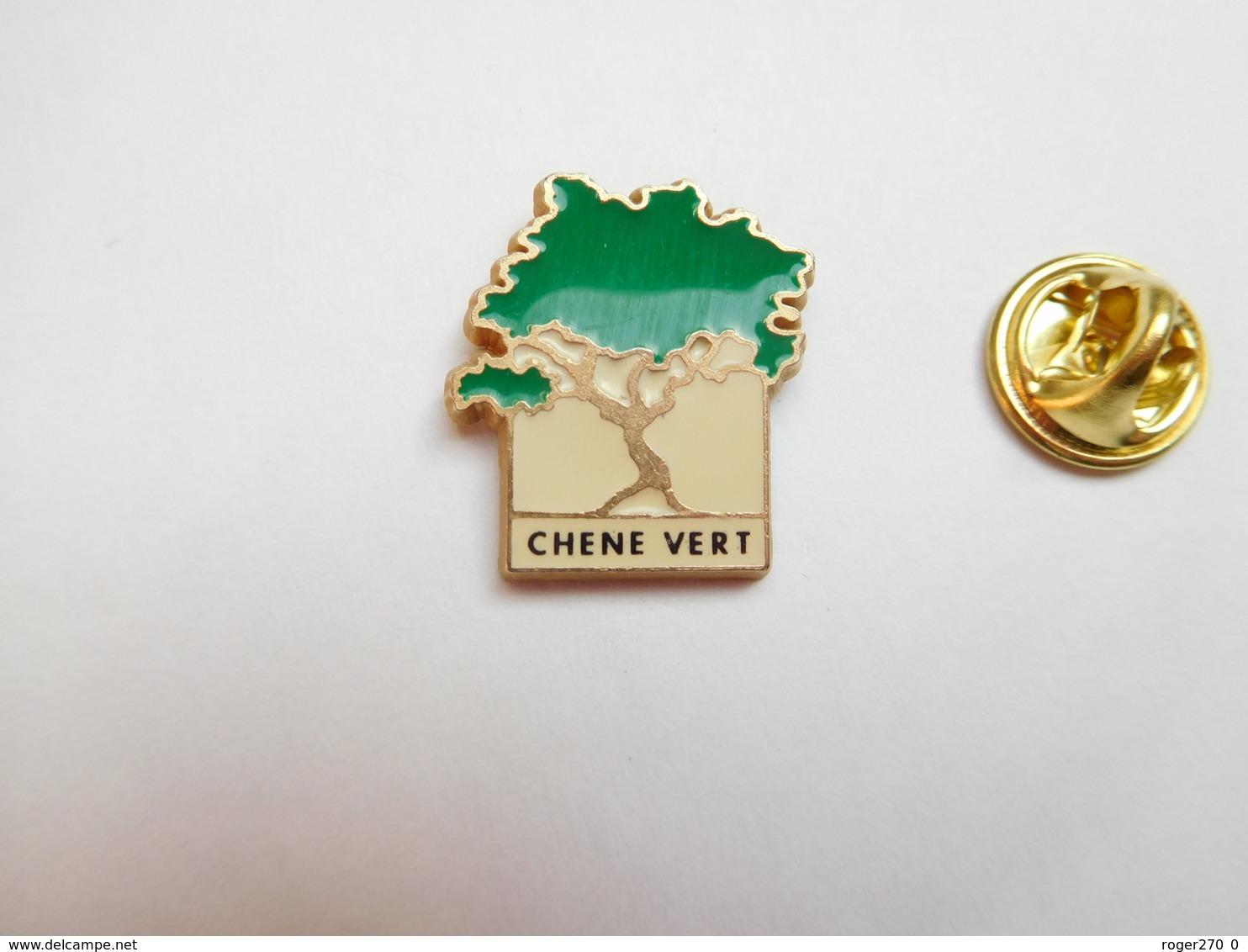 Beau Pin's , Nature , Arbre Chêne Vert , Forêt - Pin's & Anstecknadeln