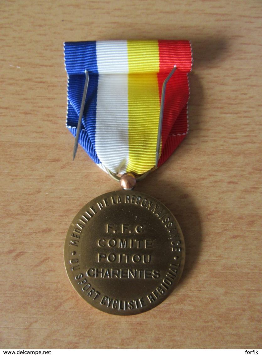Cyclisme - Médaille De La Reconnaissance - F.F.C Comité Poitou Charente - Bronze - Signée CAM. - Superbe - Cyclisme