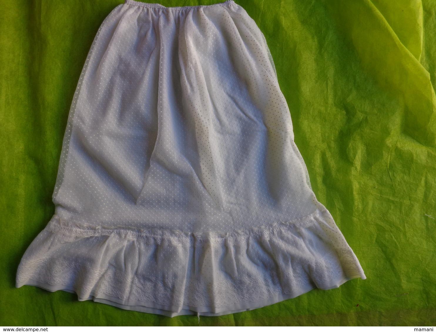 Lot De Vetements  Vintage -retro-gilet-jupe-jupon-chemise - Vintage Clothes & Linen