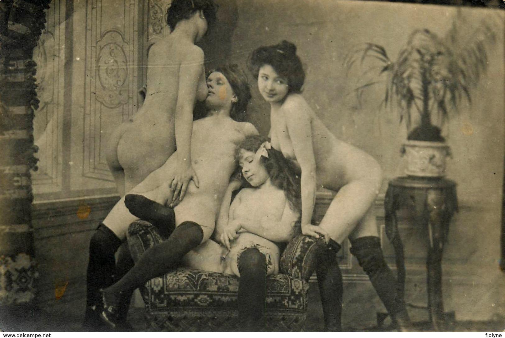 NU Curiosa - Photo Ancienne Début 1900 Porno - 4 Femmes Nue Seins Nus - Lesbiennes Maison Close Prostitution - Beauté Féminine D'autrefois < 1920