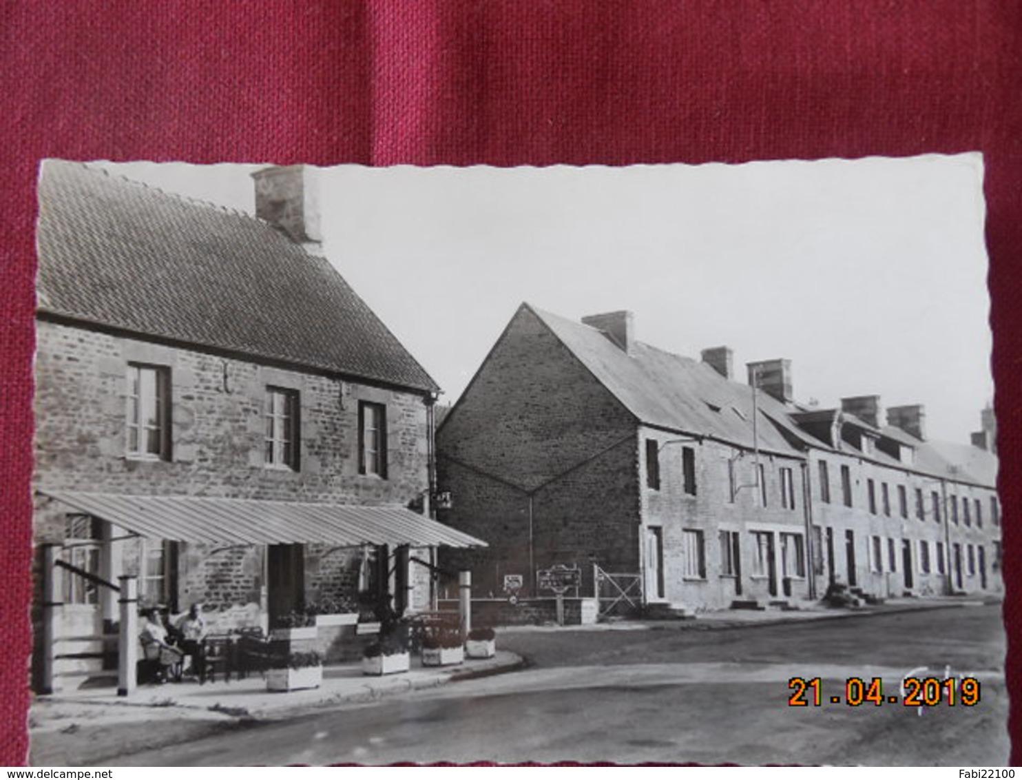 CPA - Saint-Pierre-d'Entremont - Carrefour Central - Autres Communes
