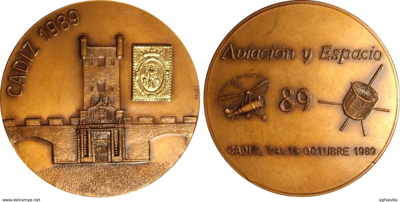 ESPAÑA. MEDALLA AVIACIÓN Y ESPACIO. CÁDIZ 1.989. BRONCE. ESPAGNE. SPAIN MEDAL - Profesionales/De Sociedad