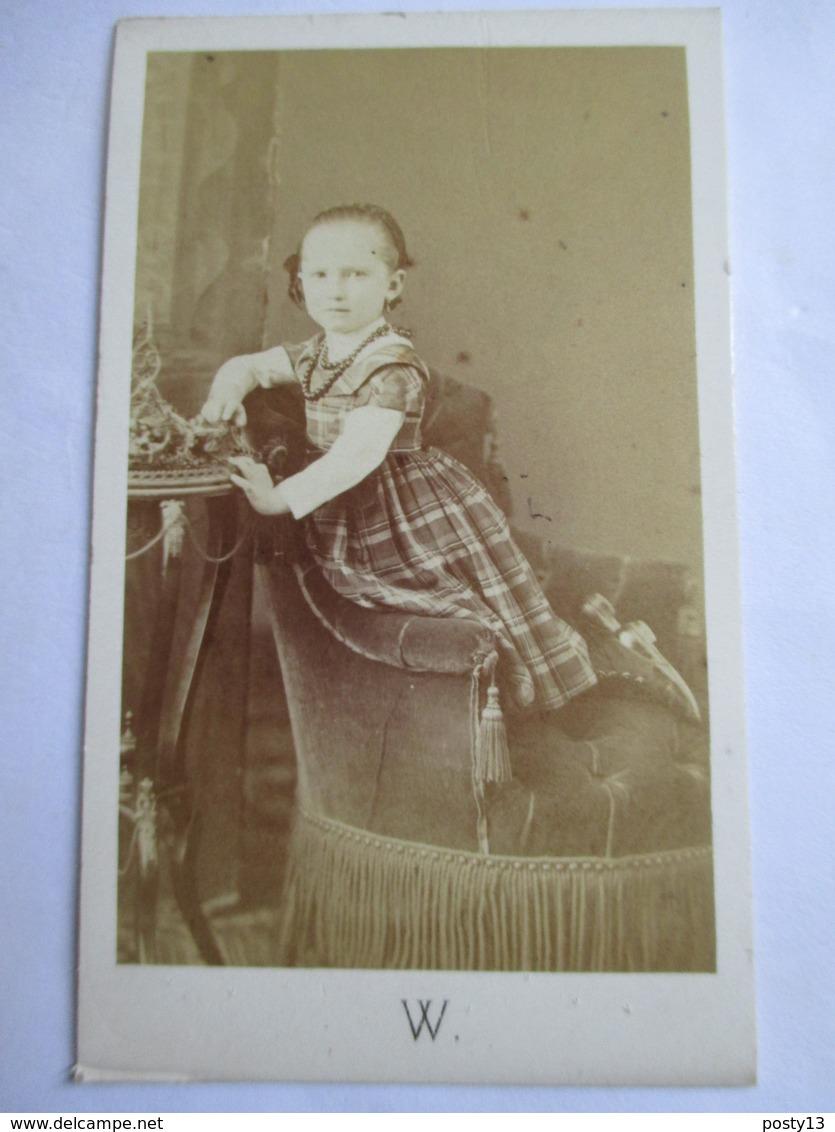 Photographie Ancienne CDV Albumen - Second Empire - Fillette - Robe Rayures -  Photo WALERY, Marseille - TBE - Photos