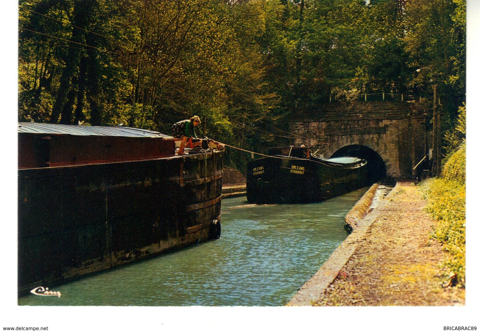 CPM  : Vendhuile  Aisne.  Entrée Du Canal Souterrain. (Longueur 5 Km 700). - Houseboats