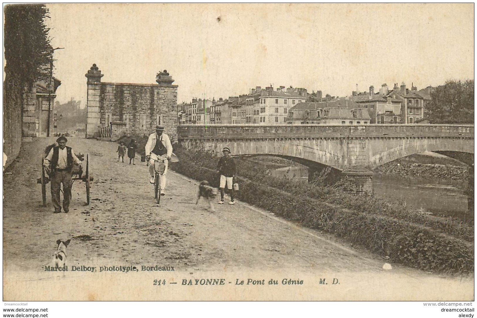 64 BAYONNE. Cycliste Et Charretier Sur Le Pont Du Génie - Bayonne