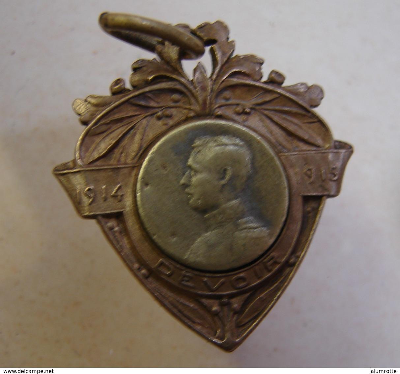 Méd. 16. Médaille En Bronze Du Devoir 1914-1915 Tête Du Du Roi Albert - Royaux / De Noblesse