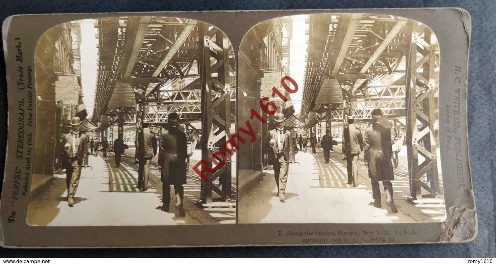 Photo Stéréoscopique. New York, U.S.A. Along The Famous Bowery. Le Long Du Célèbre Tir à L'arc. - Photos Stéréoscopiques