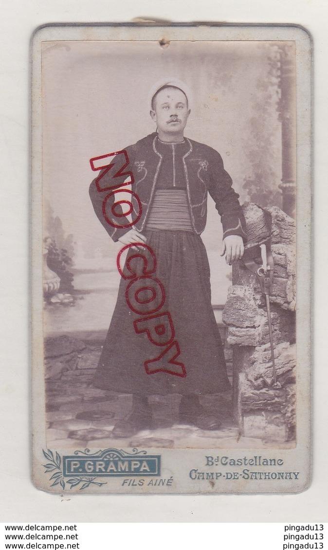 Au Plus Rapide Photo Format CDV Militaria Zouave Baïonnette Photographe Grampa Camp De Sathonay - War, Military