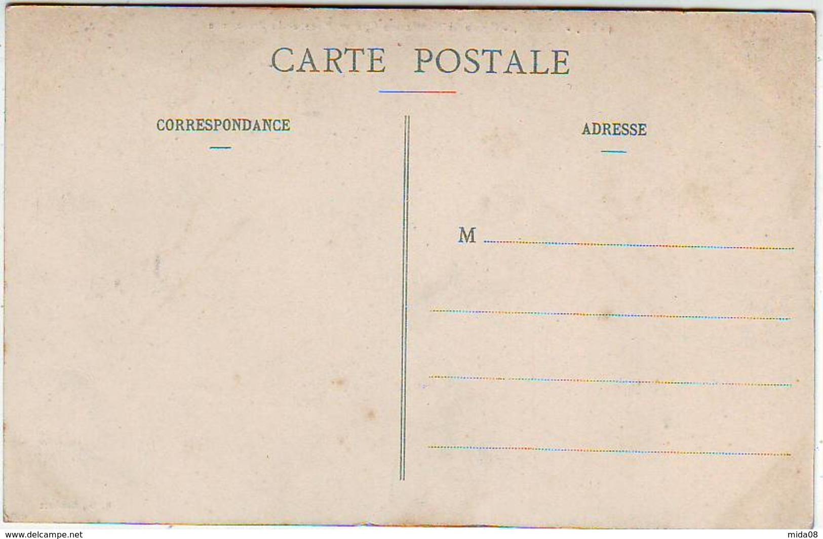 62. ARRAS . EGLISE SAINT NICOLAS EN CITE ET PLACE DE LA PREFECTURE . Editeur B. D. - Arras
