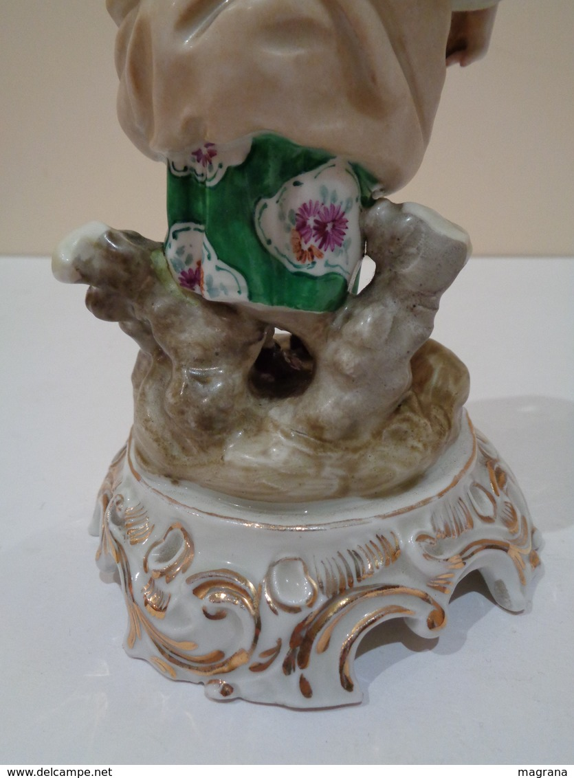 Antigua Figura De Porcelana Pintada. Muchacha Con Flores. Marca Hispania. - Manises (ESP)