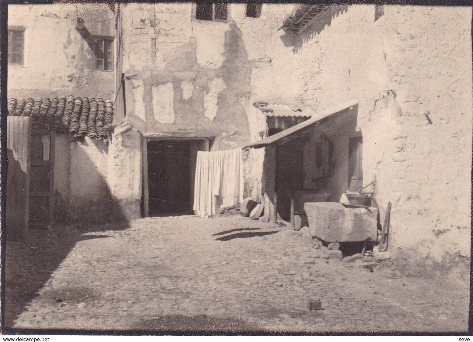 ALCARAZ Albacete Cour De La Fonda Mauricio Septembre 1954 Photo Amateur Format Environ 5 Cm X 8 Cm - Lieux