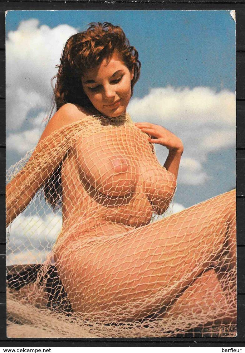 Jeune Femme Nue Enroulée Dans Un Filet - Nus Artistiques (1960-…)
