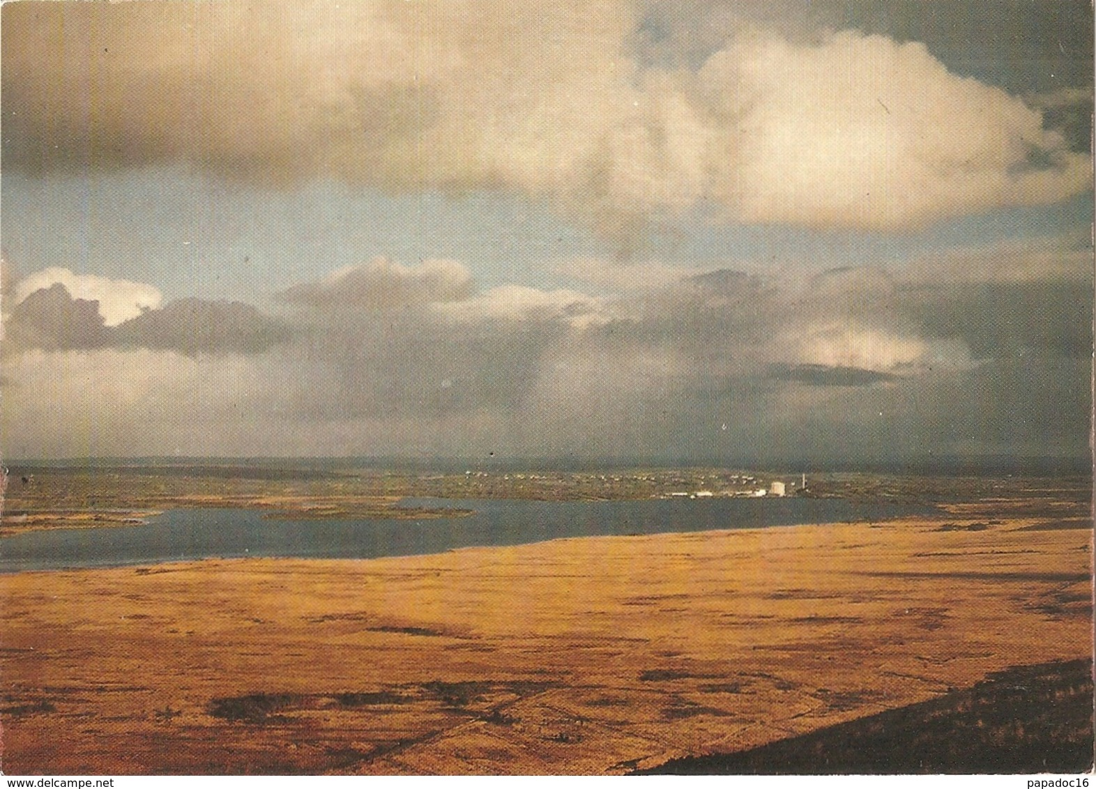 29 - Brasparts - Le Lac De Brennilis Vu Du Mont Saint Michel. Au Fond, La Centrale Nucléaire - éd. Jos (circ. 1987) - France